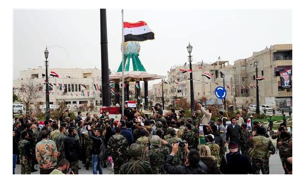 La bandera siria ondea en la ciudad recuperada
